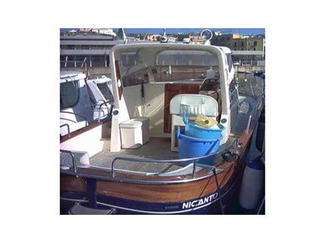 gozzo cabinato vetroresina gozzo jeranto cabinato in cania llauts a motore usate