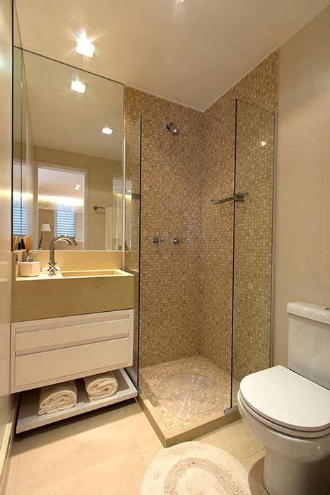 azulejo grande azulejo grande color crema y malla en la ducha ba 241 os