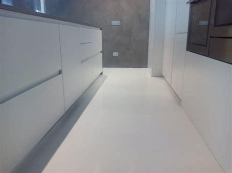 come si fanno i pavimenti in resina come si fa il pavimento in resina