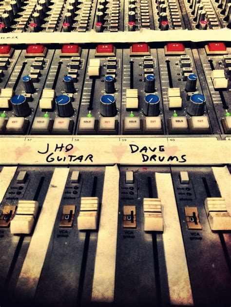 celebrity deathmatch dave grohl dave grohl drums queens stone age