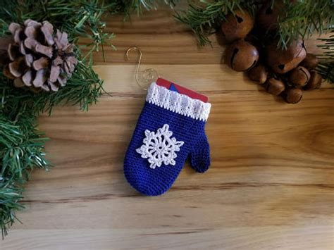 Gift Card Ornament Holder - crochet mitten ornament and gift card holder allfreecrochet com