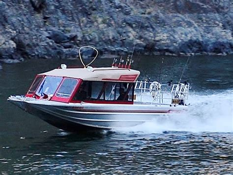 jet boat on snake river 2 day fishing trips in hells canyon steelhead salmon bass