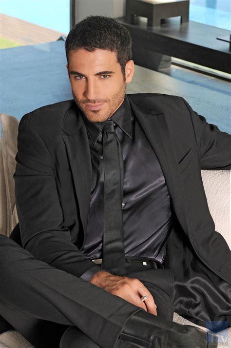 Dress Fenita con traje negro y corbata finita negra 191 que camisa