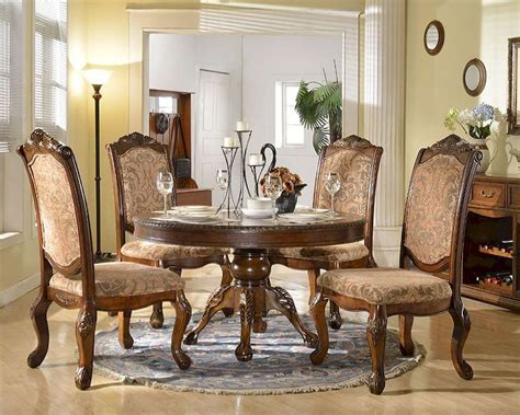 Dining Set w/ Round Dining Table in Traditional Style