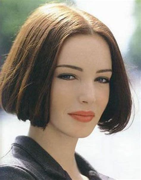 middle of ear bob haircut center parted bob beautiful bobs pinterest bobs and