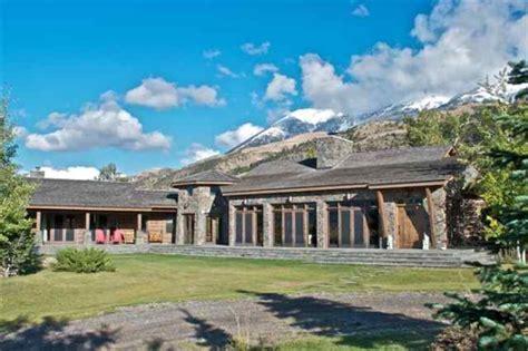 montana house dennis quaid lists his montana ranch realtor 174