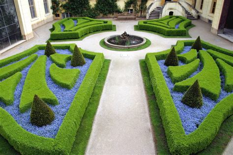 jardines franceses jardines franceses en praga foto de archivo imagen de