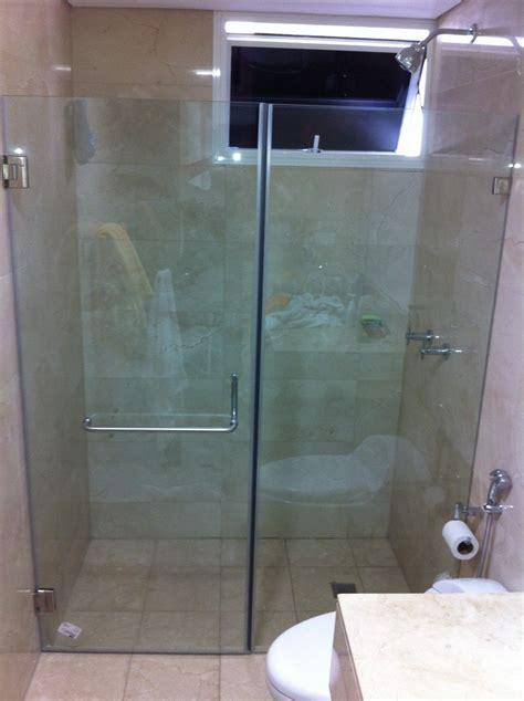 cristal templado en puerta de regadera y puerta de pvc con aglomerado puertas de ba 241 o con vidrio templado dikidu com