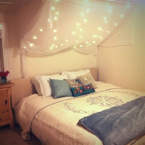 bedrooms with lights 28 string lights ideas for your holiday d 233 cor digsdigs