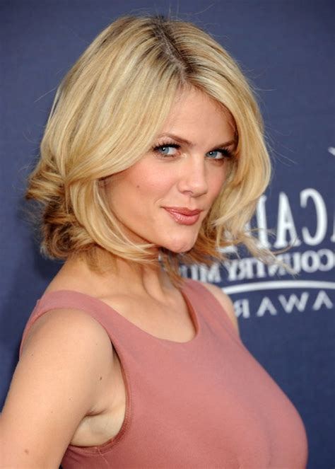 cutting a beveled bob hair style chin length blonde beveled bob short hairstyle 2013