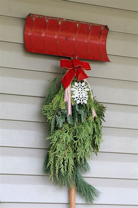 traditional christmas porch decor house of hawthornes