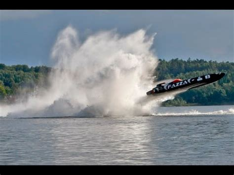 cigarette boat racing flip class 1 offshore racing insane footage world s fastest