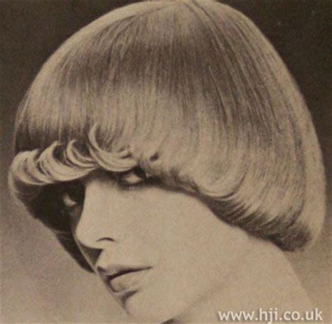 what was the hairstyle in 1971 1971 hairstyles 1971 layers bob hair style picture