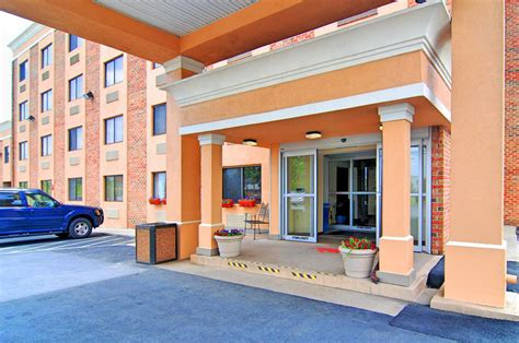 comfort inn frederick comfort inn red horse in frederick hotel rates reviews