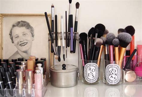 Tempat Lipstik Tempat Makeup Tempat Kosmetik 7 cara kreatif menyimpan alat alat makeup yang nggak makan