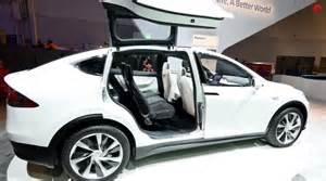 Tesla model x rear gullwing or as tesla official named falcon