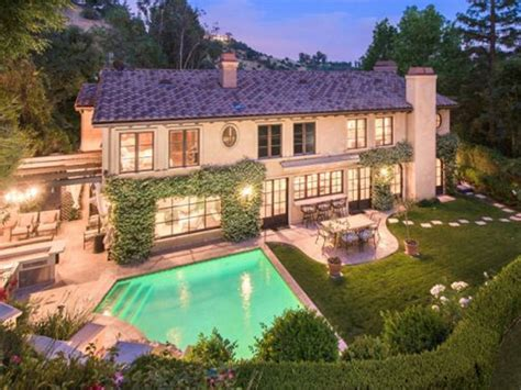 kim kardashian old house kim kardashian s starter home with kris humphries for sale long room