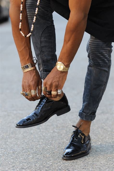 how to wear shoes without socks the ultimate s guide