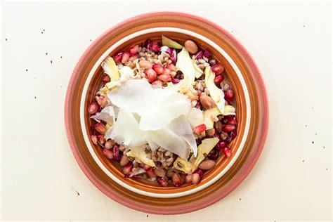 cucinare legumi ricetta insalata di farro con legumi e carciofi la