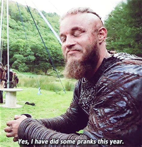 bjorn lothbrok viking season 2 bjorn lothbrok pinterest bjorn lothbrok gif find share on giphy
