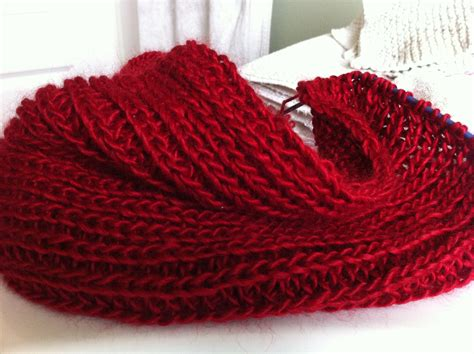 How To Make An Infinity Scarf With Yarn Yarn Along And The Winner Is Twyste