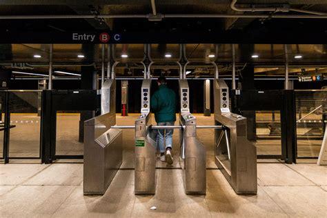 tips  riding   york city subway