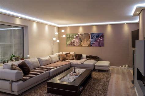 bilder eines wohnzimmers die 25 besten ideen zu indirekte beleuchtung decke auf