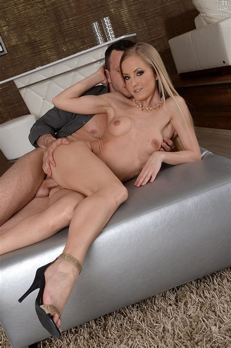 Passionate Italian Blonde Got Her Pussy Licked Milf Fox