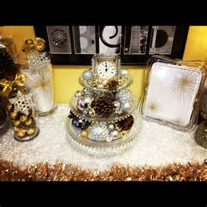 new years table decor moderneid gold new year