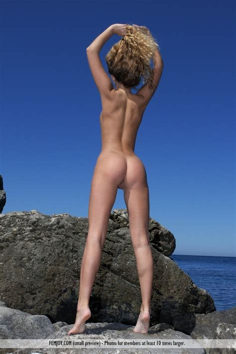 Xtra Ultra Model Nude Bobs And Vagene