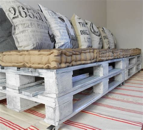 make a pallet couch pallet couch build an easy daybed sofa diy and crafts