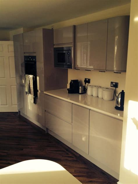 gloss cashmere handleless fitted kitchen the gallery