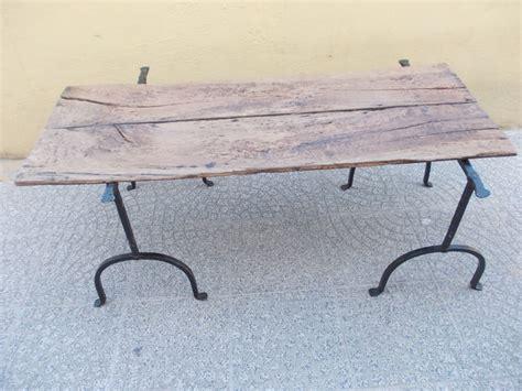 tavoli con cavalletti tavolo con cavalletti in ferro battuto e base in noce