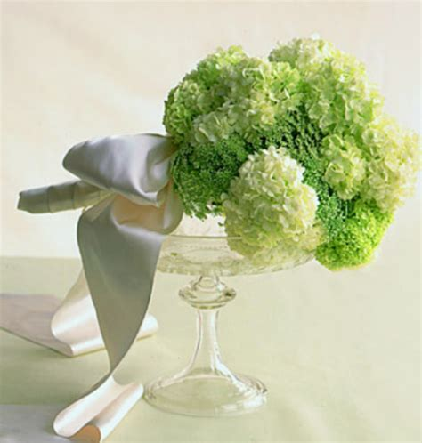 modern bridal bouquets with light green flowers png