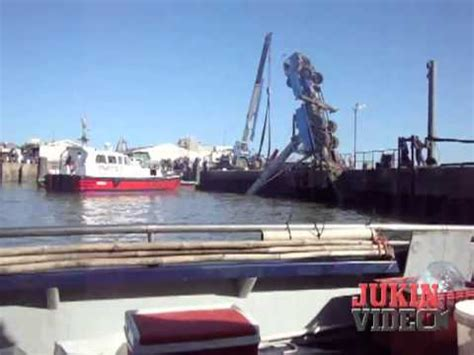 youtube boat launch fails boat launch crane fail 1049 youtube