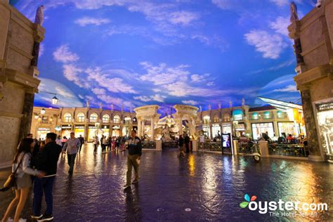 caesars palace review    expect   stay