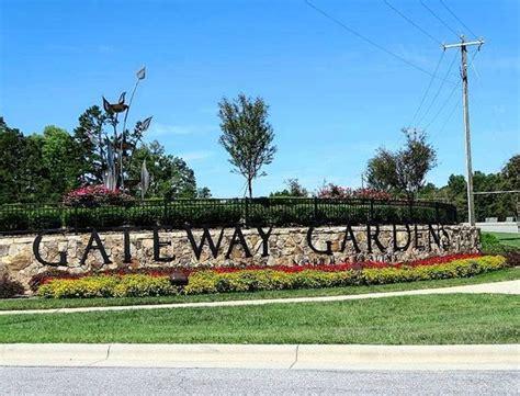 Gateway Gardens by Water Frog Sculpture Fotograf 237 A De Gateway Gardens