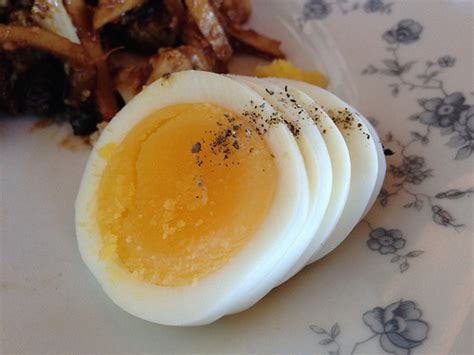 eating eggs before bed these 8 bedtime snacks will help you get a better night s