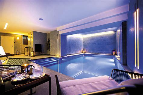 piscine dans la chambre hotel avec dans la chambre farqna