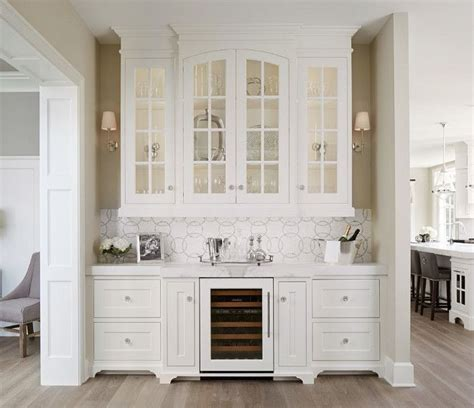 Butler Pantry Cabinets by 25 Best Ideas About Pantry Cabinets On Kitchen Pantry Pull Out Pantry Shelves And