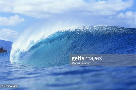 K O D At Banzai Pipeline hawaii oahu shore pipeline wave from side angled