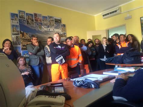 ufficio lavoro siracusa i lavoratori di siracusa risorse occupano la sede di corso