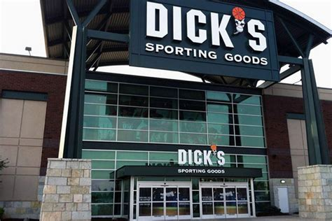www dickssportinggood dick s sporting goods buys sports authority brand name for