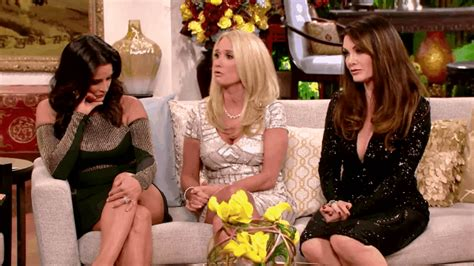 What Does Kyle Richards Do To Make Her Hair Look Thicker | kim richards gives lisa rinna her bunny back at the rhobh