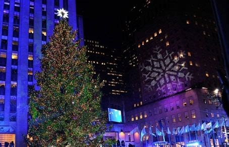 christmas tree at the los angeles staples center главная рождественская елка нью йорка торжественно зажгла огни у рокфеллер центра
