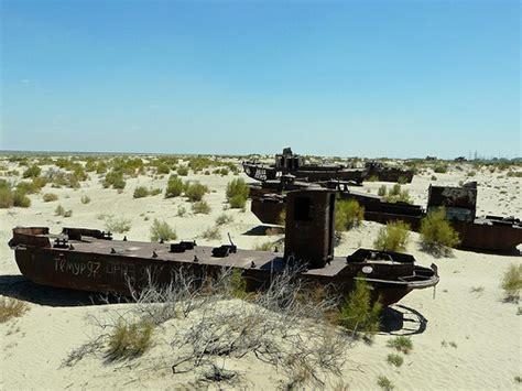 imagenes de barcos oxidados oxidados barcos varados en un desierto llamado mar de aral