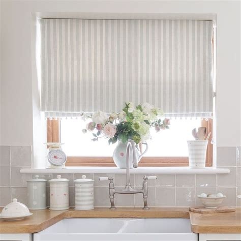 kitchen blind ideas 25 best ideas about kitchen window blinds on