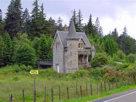 file ardverikie house gate building 2478564362 jpg wikimedia commons