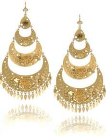chandelier earrings gold sparkles and sequins chandelier earrings vs statement