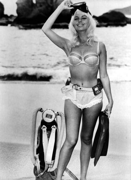 (vintage) dive babes.